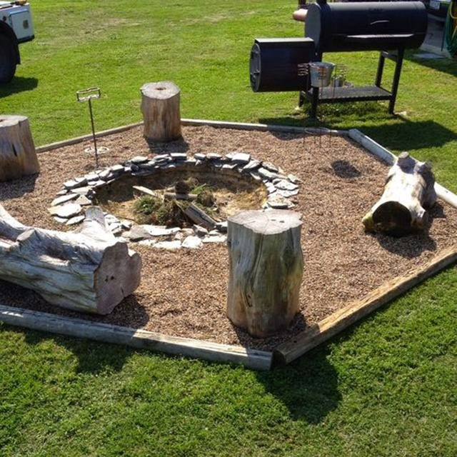 27 surprisingly easy diy bbq fire pits anyone can make for Barbecue en dur exterieur