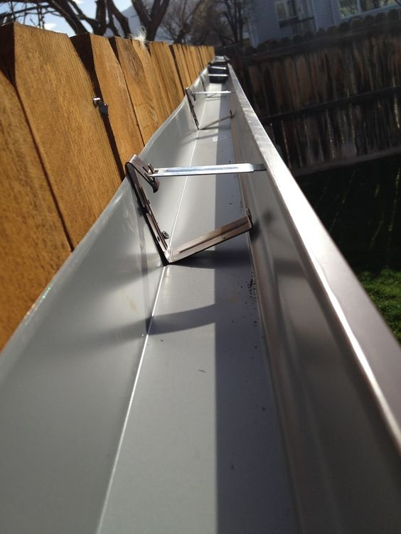 Gutter Hung Fence