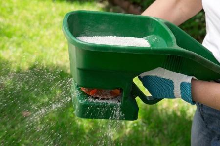 manual-fertilizing