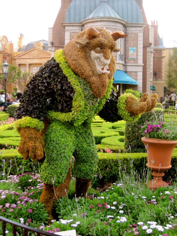 Beast from Beauty and the Beast shrub sculpture
