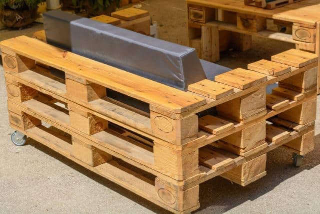 When Upcycling Wooden Pallets, The Possibilities Are Endless When It Comes  To Furniture. This Wooden Pallet Couch Has Arm Rests That Could Double As A  Small ...