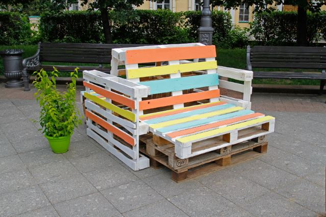 33 diy pallet garden and furniture ideas. Black Bedroom Furniture Sets. Home Design Ideas