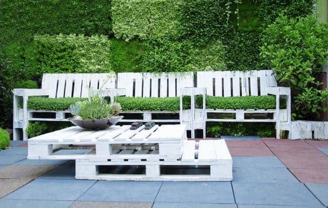 Make garden seating from pallets