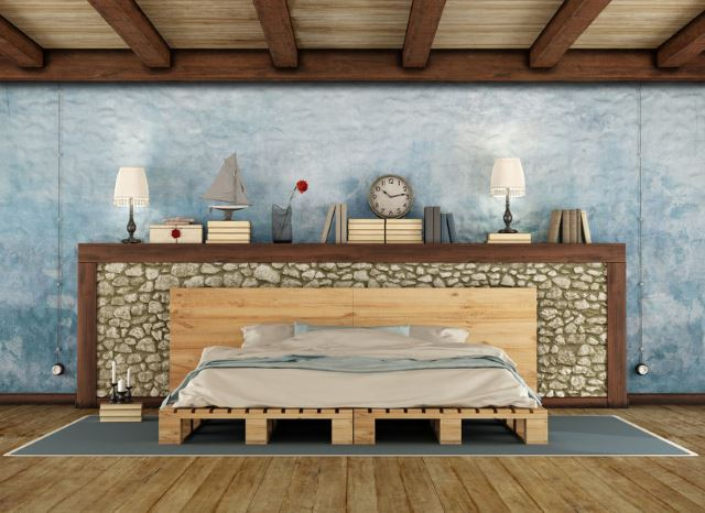 Rustic Pallet Bed