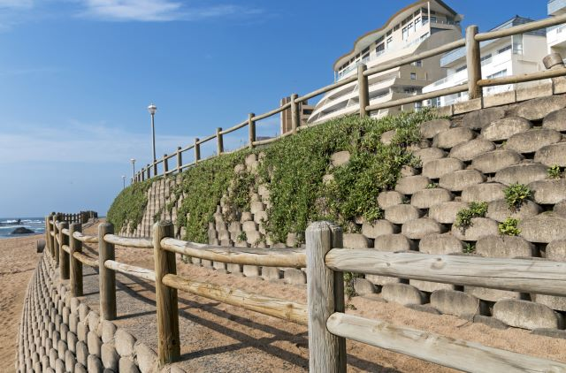 Retaining Wall with Wooden Barrier