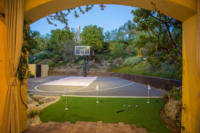 35 Of The Best Backyard Court Ideas
