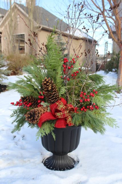 Holiday Planer with Pine Cones