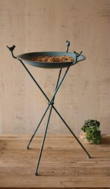 Bird bath on Thin Pedestal