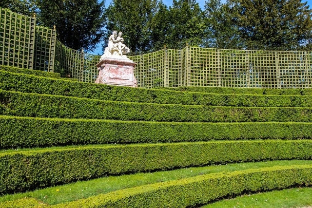Step Hedges