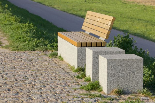 8. Bench