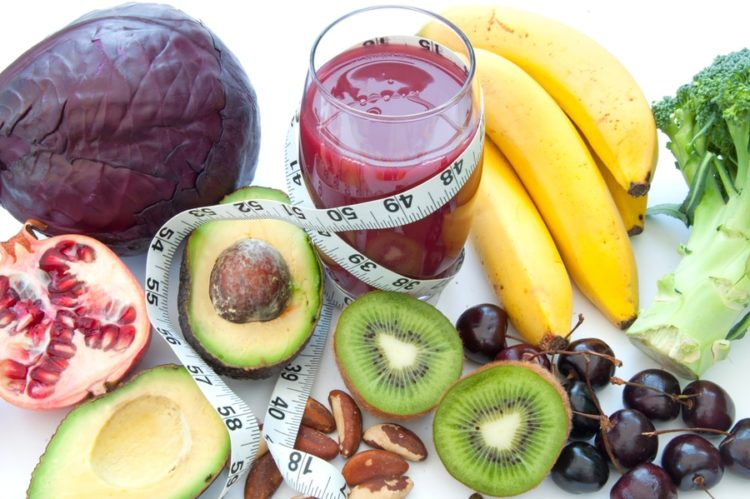 Fruits and vegetables with high nutritional value and a smoothie beverage