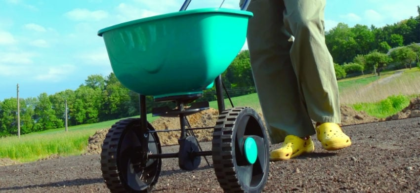Featured Image- The Best Commercial Fertilizer Spreaders for Large Lawn Coverage