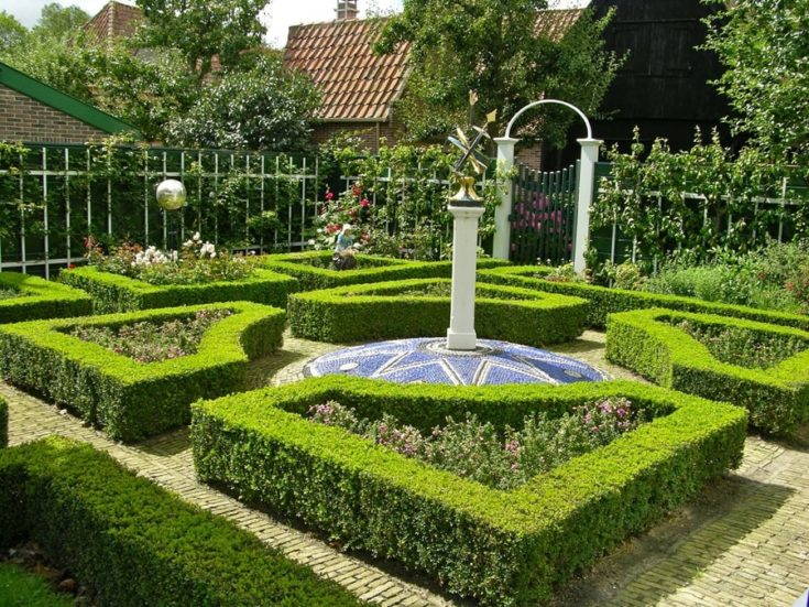 a garden with Miniature Labyrinth design