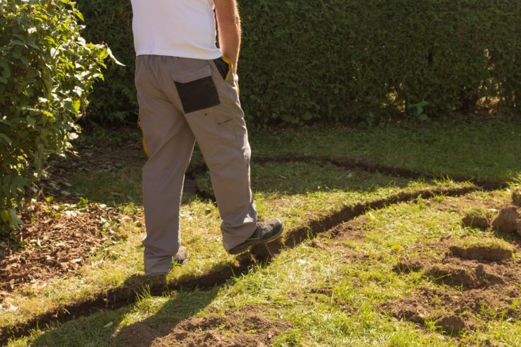 Create lawn edge in the garden
