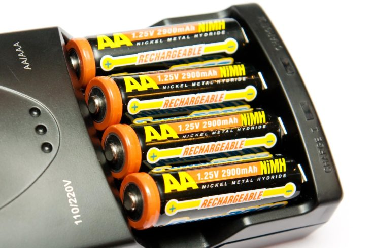 AA / AAA battery charger with four Nickel Metal Hydride batteries