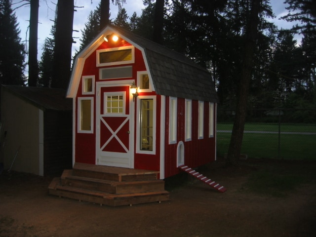 Gopherboyfarms Chicken Coop in red white paint color