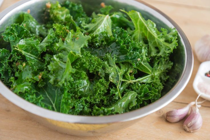 Kale and garlic chips from kale foliage in a bowl.