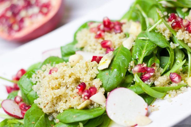 Salad spinach with pomegranate.