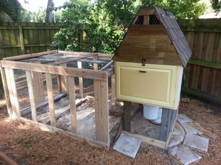 DIY chicken coop cost less than $50