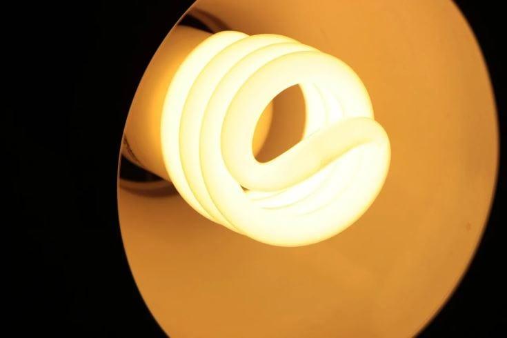 Cfl bulb on lamp shade