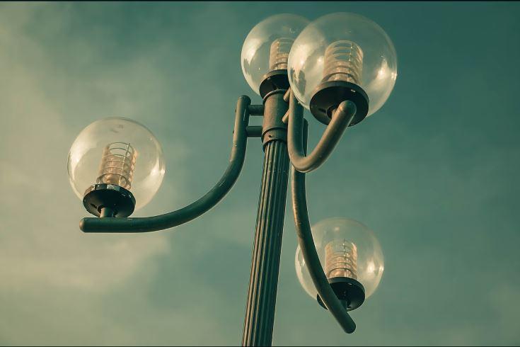 Halogen bulbs on a post