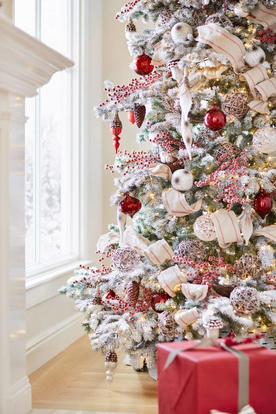 10 Of The Best Red Christmas Tree Ideas To Inspire You