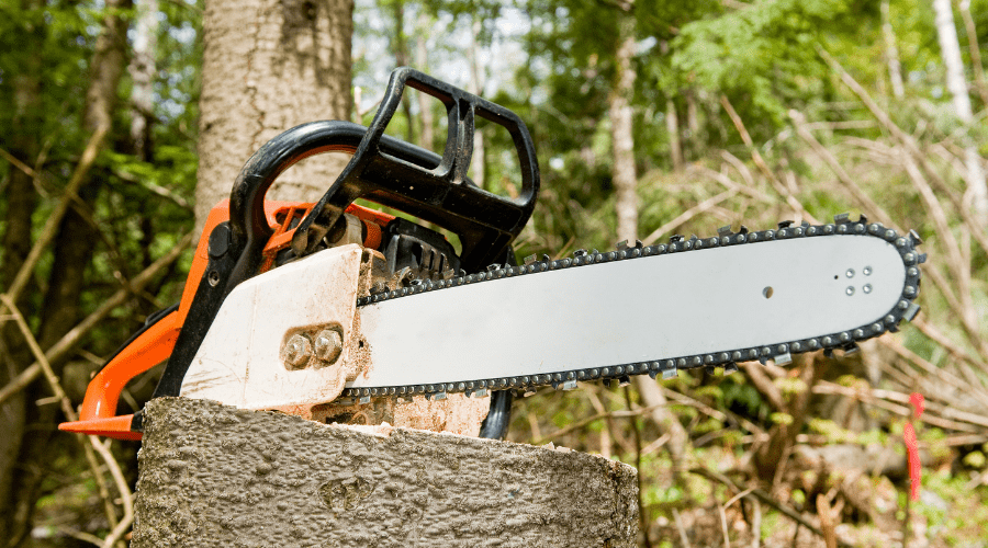 Featured Image - HOW TO SAFELY USE A CHAINSAW_ A BEGINNERS GUIDE