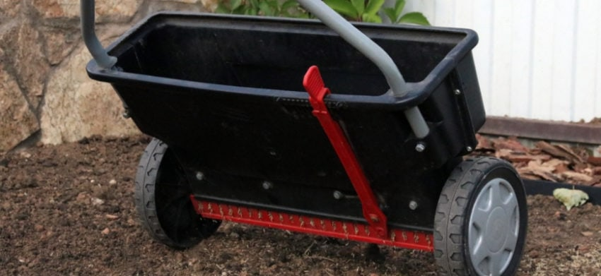 The Best Drop Spreaders for Accurate Lawn Care