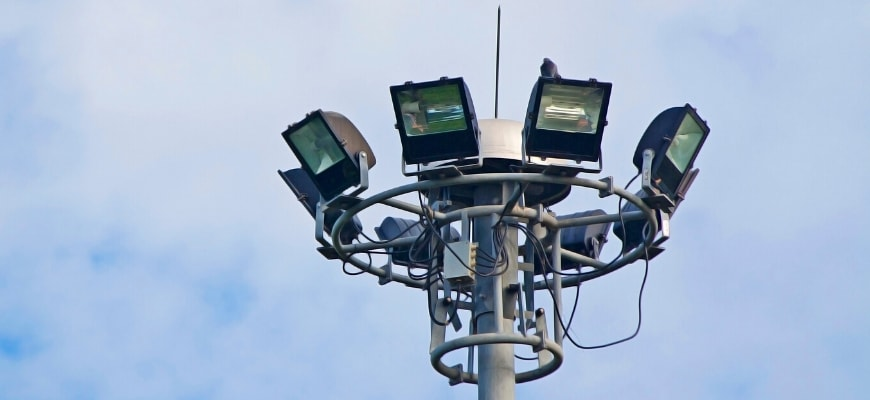What is a Floodlight and How Does it Work? - Floodlights on a pole.