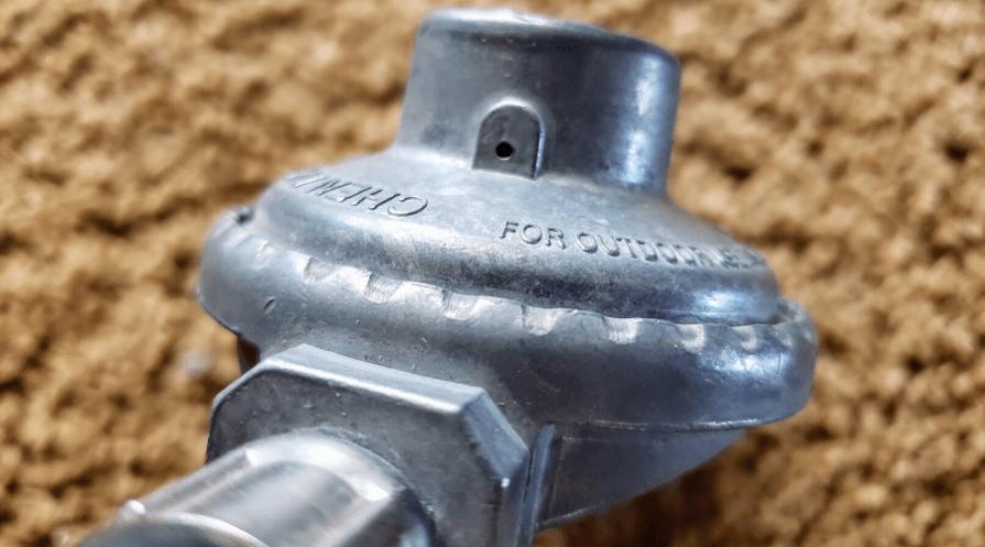 propane tank regulator replace safety