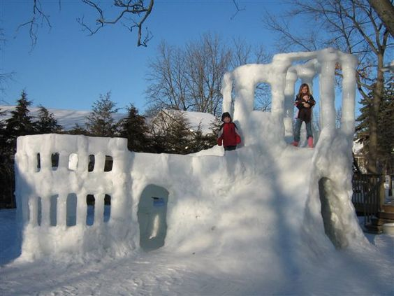 A double image; on top a pallet from and on the bottom the snow covered pallets creating an igloo-type snow fort.