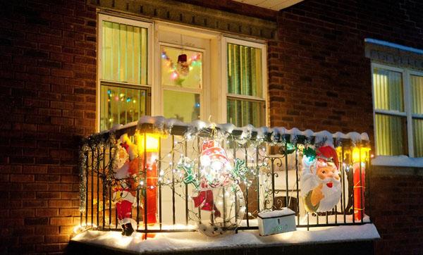 christmas balcony decoration idea with lights
