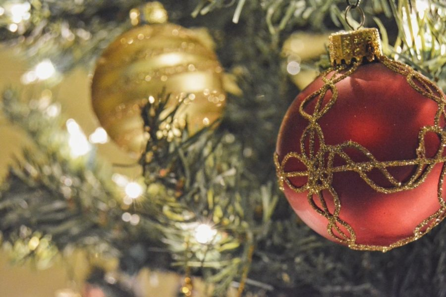 elegant red and gold traditional christmas tree decorations ideas