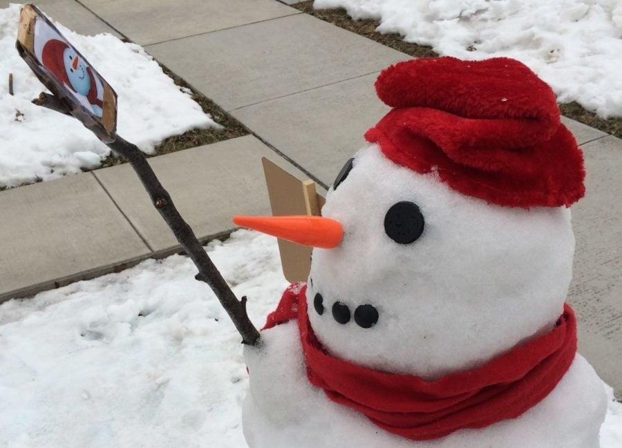 snowman selfie unusual outdoor christmas decor idea