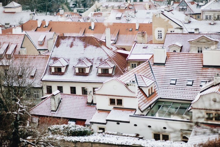 snowy rooftops with varying degrees of insulation look for bald spots to identify poorly uinsulated roof areas