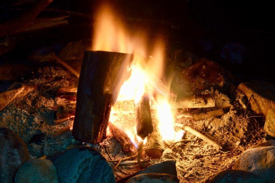 _t20_vKbQBO basic DIY firepit in use fire outdoors winter