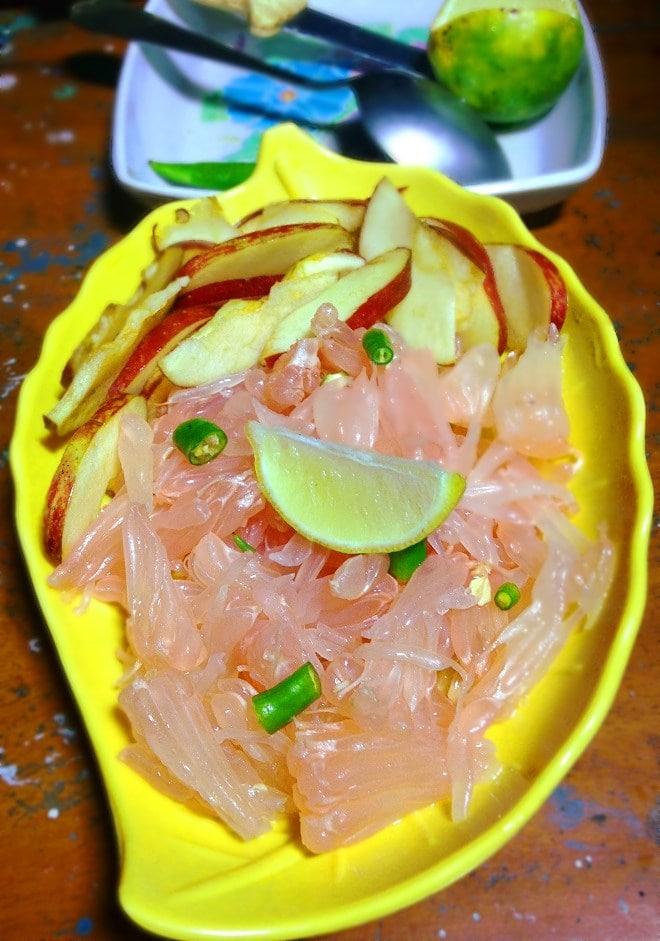 Refreshing pomelo salad