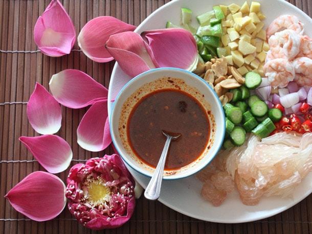 Thai Pomelo and Shrimp Salad (Miang Som O) Recipe