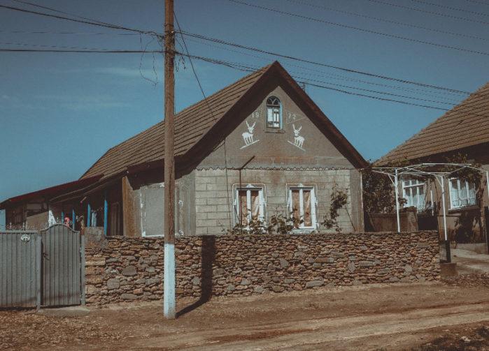 Shale stone fence around earthy home
