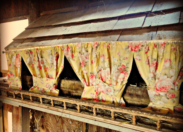 Nesting Box With Curtains