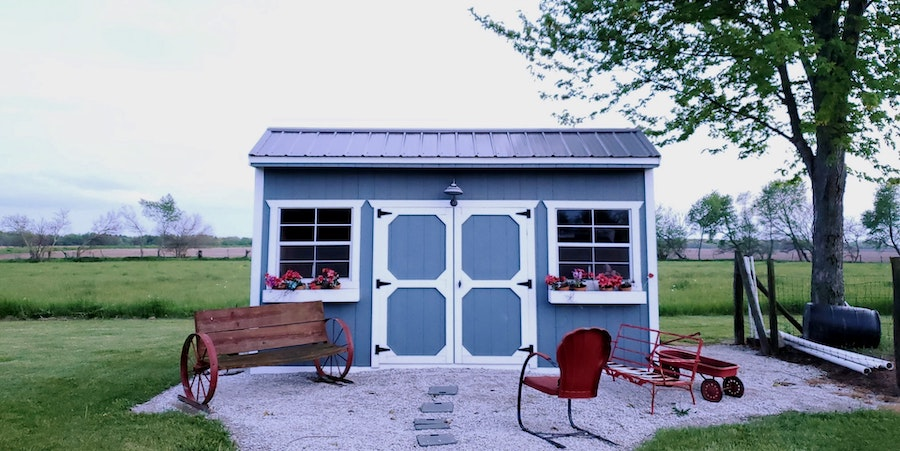 Cute Garden Shed With Benches