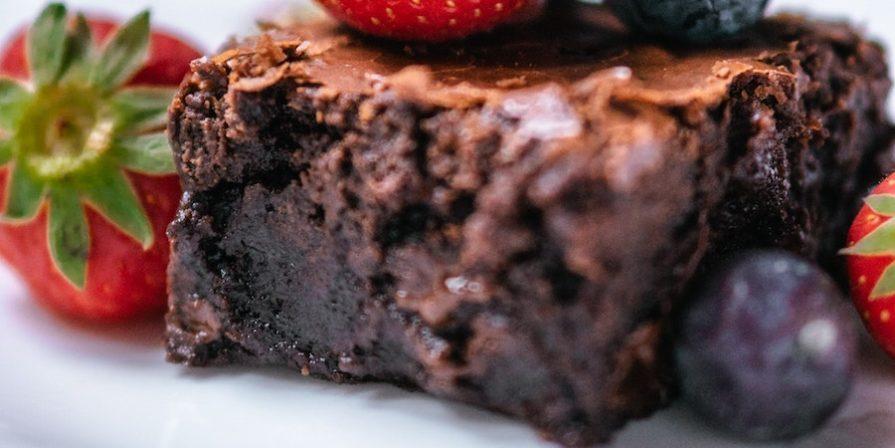 brownie with berries
