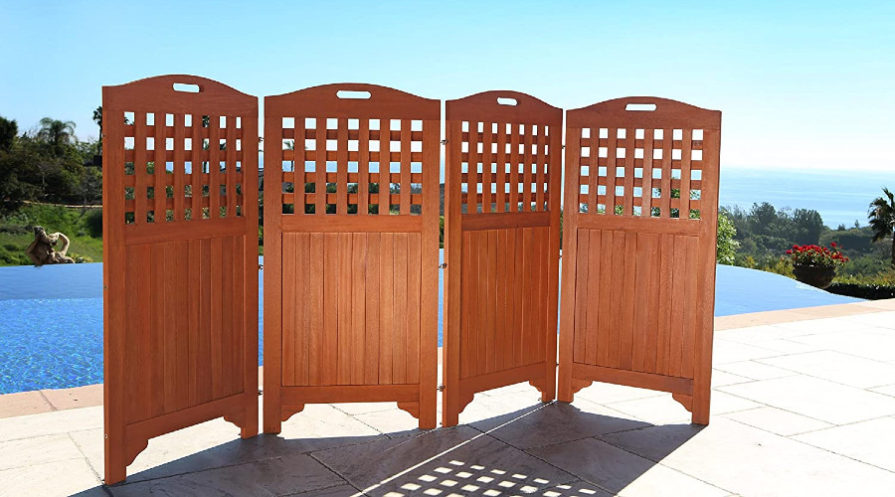 Wooden privacy screen in front of pool