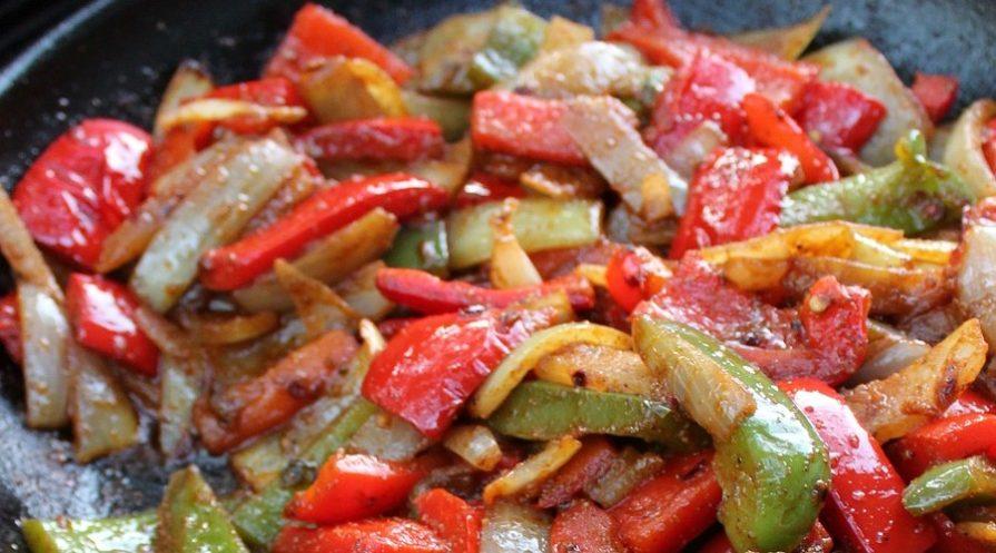 Steak and veggies fajitas