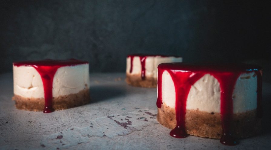 Cheesecake with red sauce