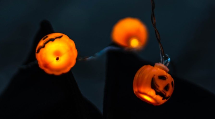 Glowing jack-o-lantern lights
