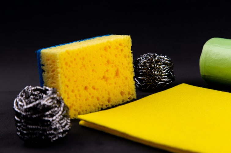 A yellow and blue sponge